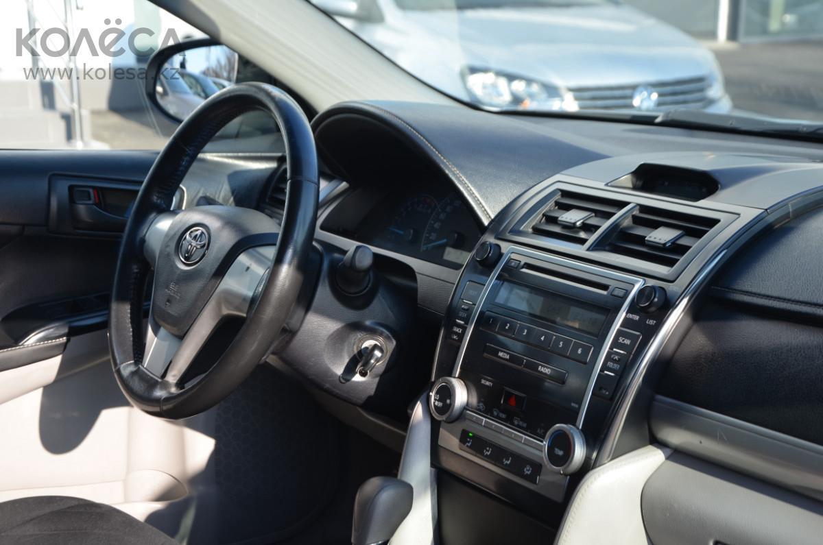 Toyota Camry R2